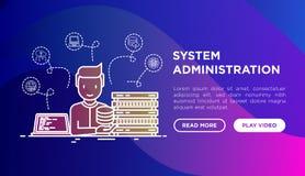 Systemadministratör nära serveren, bärbar dator med kod royaltyfri bild