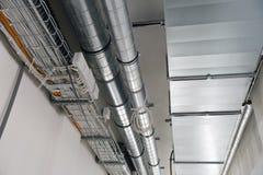 Systeme der Ventilation und der elektrischen Leitungen stockbild