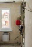 Systeme der Wasserversorgung, des Stroms und des Abwassers von Wohnb Lizenzfreies Stockbild