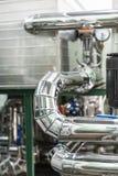 Systemet av rörledningar med tjock termisk isolering royaltyfri bild