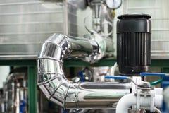Systemet av rörledningar med tjock termisk isolering fotografering för bildbyråer
