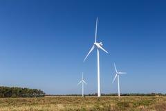 Systemet för vindturbinen, ackumulerar energi arkivbild