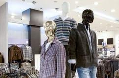 Systeminnenraum mit Mannequinen lizenzfreie stockbilder