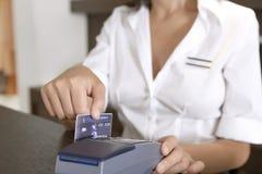 Systems-begleitende ausgedehnte Kreditkarte am Speicher-Zählwerk lizenzfreies stockfoto