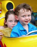 syster för broderbilrace royaltyfria bilder