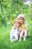 Syster och broder Arkivfoton