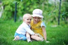 Syster och broder Royaltyfria Foton