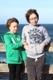 Syster och broder på ferier Royaltyfria Bilder