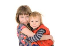 Syster som kramar brodern Arkivbild