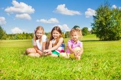 Syster tre i parkera Arkivfoto