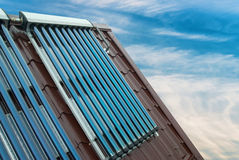 Système de chauffage solaire de l'eau de vide Photographie stock
