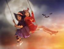 Systrar på allhelgonaafton Arkivfoto