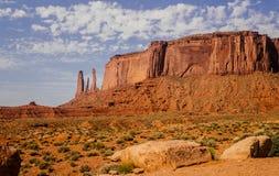systrar tre Pittoreska vagga-monument i dalen av monument Arkivfoton