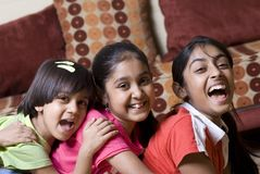 systrar tre tillsammans Arkivfoton