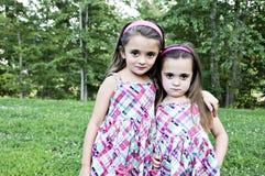systrar två Fotografering för Bildbyråer