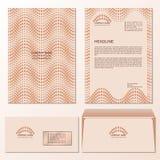 Szablon letterhead i poczta koperta z falistym kropka wzorem w beżowych kolorach Obraz Stock