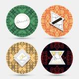 Szablonu rocznika pielucha Wzory z geometrycznymi kształtami i złocistym kolorem Zdjęcie Stock