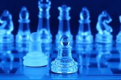 Szachowa deska i szachowi kawałki Zdjęcia Royalty Free
