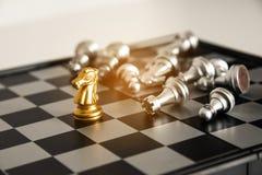 Szachowa deska - jedyna biznesowa walcząca gra z pojedynczym winn Obrazy Stock