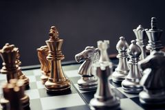 Szachowa deska - konkurencyjny biznesowy pomysł udawać się zdjęcie royalty free