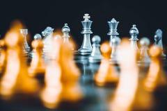 Szachowa deska - konkurencyjny biznesowy pomysł udawać się zdjęcia stock