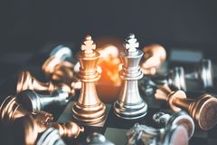 Szachowa deska - konkurencyjny biznesowy pomysł udawać się obraz royalty free