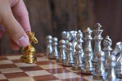 Szachowa gra planszowa, biznesowy konkurencyjny poj?cie, kopii przestrze? fotografia stock