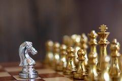 Szachowa gra planszowa, biznesowy konkurencyjny poj?cie zdjęcia stock