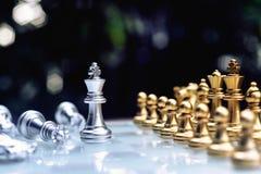 Szachowa gra planszowa, biznesowy konkurencyjny poj?cie obraz royalty free