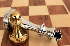 Szachowa gra planszowa, biznesowy konkurencyjny poj?cie zdjęcie stock