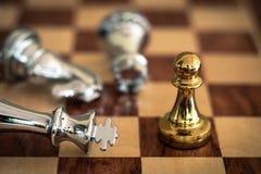 Szachowa gra planszowa, biznesowy konkurencyjny poj?cie obrazy stock