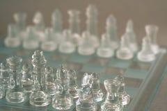 Szachowa gra planszowa robi? szk?o, biznesowy konkurencyjny poj?cie obrazy royalty free