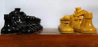 Szachowe czarny i biały postacie Zdjęcie Royalty Free