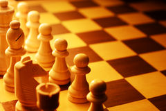 Szachowi kawałki wyrównywali dla początku gra Zdjęcie Royalty Free