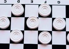 Szachownica z warcabami Strategii biznesowej rywalizacja, planowanie strategiczne dla wygranego sukcesu hobby zdjęcia royalty free