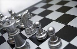 szachowy konia srebra biel Zdjęcia Royalty Free
