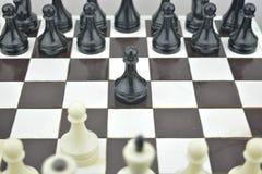 Szachowy skład Początkowy stan na szachy stole Obrazy Stock