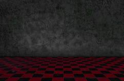 Szachowy tła wnętrze w ciemnym pokoju i mech na ścianie Zdjęcie Royalty Free