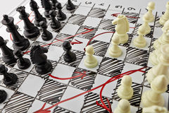szachy Biała deska z szachy postaciami na nim Obrazy Stock