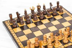 szachy czarny deskowego czeka koniec gry biznesowego głównej atrakci kumpla strat metafory szachy monochrom nad sukcesem strategi Fotografia Stock