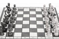 szachy czarny deskowego czeka koniec gry biznesowego głównej atrakci kumpla strat metafory szachy monochrom nad sukcesem strategi Fotografia Royalty Free
