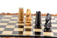 szachy czarny deskowego czeka koniec gry biznesowego głównej atrakci kumpla strat metafory szachy monochrom nad sukcesem strategi Zdjęcia Royalty Free