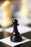 szachy czarny pionek Zdjęcia Royalty Free