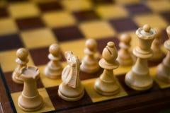 Szachy postacie na szachowej desce Zdjęcie Royalty Free