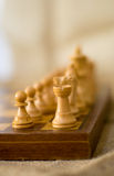 Szachy postacie na szachowej desce Obrazy Stock