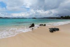 Szafir plaża na St Thomas w USA Dziewiczych wyspach Zdjęcie Stock