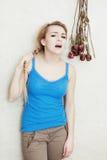 Szalenie gniewny nastoletniej dziewczyny krzyczeć. Adolescencja. zdjęcie royalty free