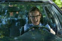 Szalenie kobieta w samochodzie zdjęcie royalty free