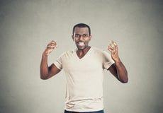 Szalenie nierade sikać daleko gniewne mężczyzna ręki w lotniczy krzyczeć Obraz Royalty Free