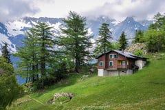 Szalet blisko Col De Los angeles Forclaz Valais, Szwajcaria fotografia stock